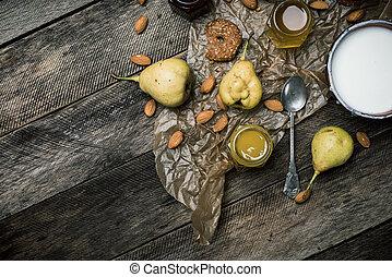 tabela madeira, biscoitos, iogurte, pêras