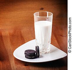 tabela madeira, biscoitos, leite