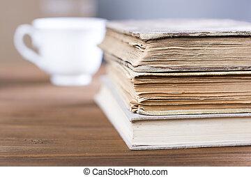 tabela madeira, livros, antigas, pilha