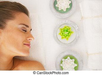 tabela, mulher, deitando, jovem, massagem