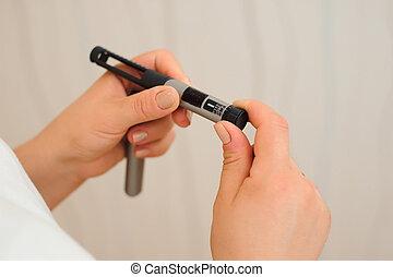tabela, na, przedimek określony przed rzeczownikami, dół, od, insulina, pióro, jaźń, zastrzyk, medyczne zaopatrzenie, dla, cukrzyca, patients.