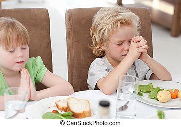 tabela, orando, crianças