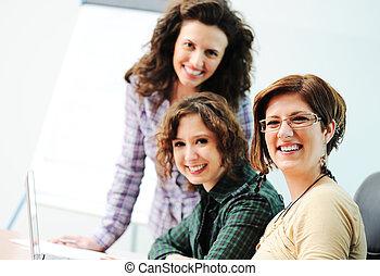 tabela, trabalhe, mulheres, enquanto, grupo, jovem, reunião