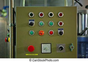 tabla control, con, muchos, botones, en, un, fábrica