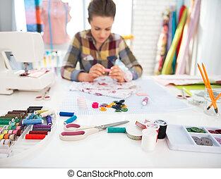tabla, costurera, primer plano, plano de fondo, trabajando