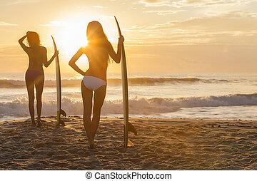 tabla de surf, y, tablista, biquini, playa puesta sol, mujeres