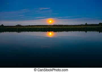 tablas de madera, muelle, en, agua calma, de, lago, río