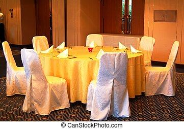 table banquet, monture