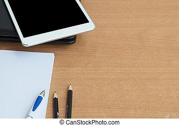 table bois, à, fournitures bureau, labtop, stylo, crayon, taplet