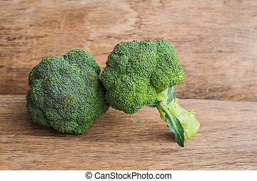 table bois, brocoli, frais