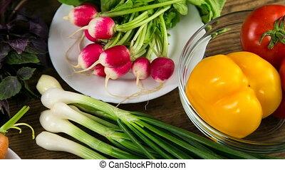 table bois, légumes, assortiment