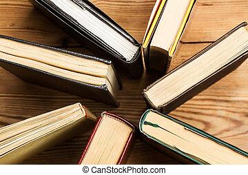 table, bois, livres, debout