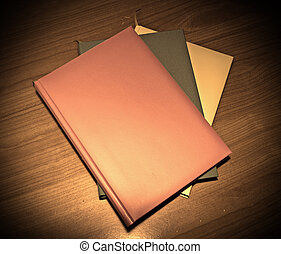 table bois, livres, trois