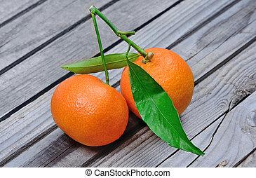 table bois, mandarines