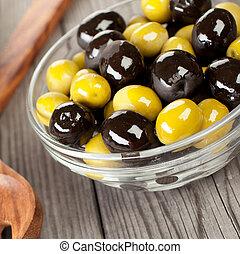 table bois, olives