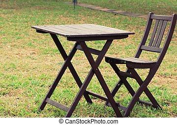 table bois, pelouse