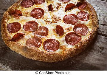 table bois, pizza pepperoni