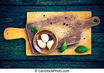 table bois, planches découper, épices
