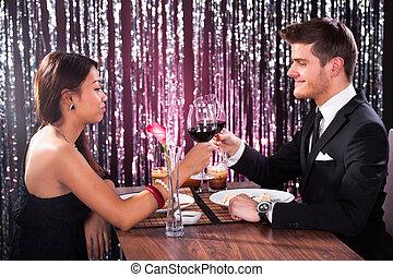 table, couple, grillage, verres vin, restaurant