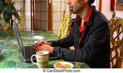 table, fonctionnement, homme, ordinateur portable