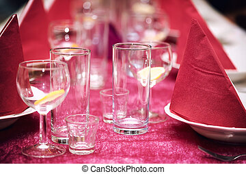 Table in the restaurant, the preparation before the banquet