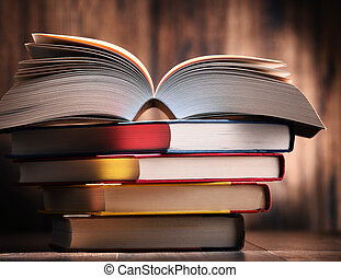 table, livres, composition
