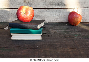 table, livres, tas, pomme