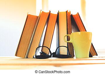 table, livres, verres lecture