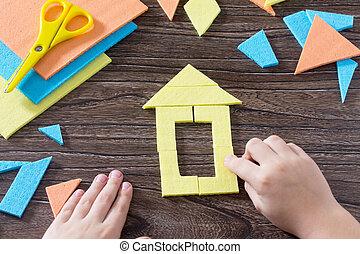 table, maison, concept, enfant, figure, puzzle, tangram, main, rassemblé, carrée, bois, enfance, above., development., tôt