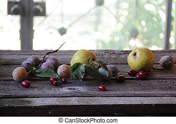 table, prunes, cornouiller, poires, frais