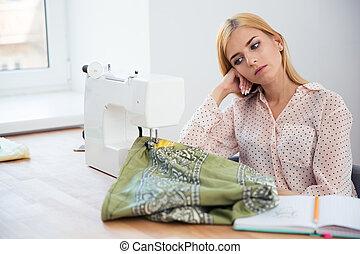 table, tailleur, fatigué, femme, séance