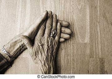 table, vieux, mains propres