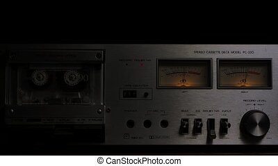 tableau bord, enregistreur, fin, tourner, cassette, boutons, joueur, stéréo, commandes, arrière-plan., 80s., lent, vendange, pont, haut., cassette, noir, motion., studio
