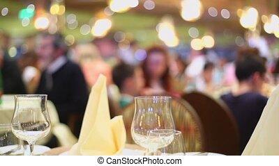 tables, gens, beaucoup, asseoir, croisière, pendant, bateau, restaurant