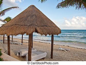 tables, hutte, sous, couvert chaume, plage, masage