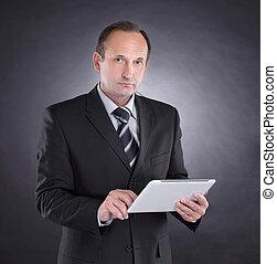 tablet., 現代, 隔離された, 黒い背景, デジタル, ビジネスマン