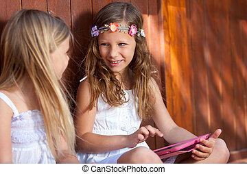tablet., digital, zwei, freundinnen, sitzen