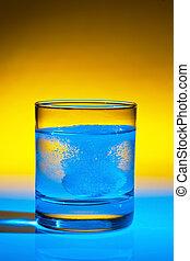 tablet, dissolves, ind, vand, på, glas