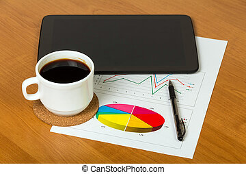 tablet, koffie, op, grafieken, workpla, afsluiten, print-out