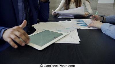 tablet., mains haut, projet, architecte, groupe, fin, discuter