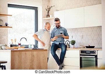 tablet., père, fils, intérieur, hipster, adulte, utilisation, personne agee, maison, cuisine