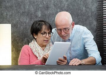 tablet, paar, digitale , gebruik, senior, vrolijke