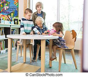 tableta, digital, biblioteca, utilizar, tabla, niños