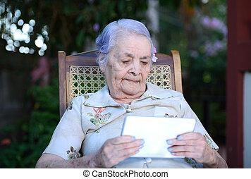 tabletta, nagyanyó