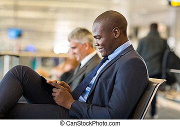 tablette, africaine, aéroport, informatique, homme affaires, utilisation