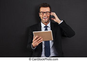 tablette, arbeitende , handy, digital, geschäftsmann, hübsch