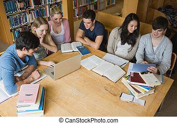 tablette, bibliothèque, étudiants, ordinateur portable, apprentissage