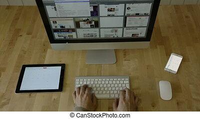 tablette, bureau bois, ordinateur portable, sans, dactylographie, logo.