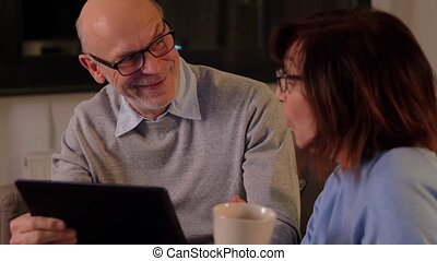 tablette, couple, heureux, pc, personne agee, maison