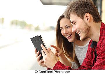 tablette, couple, média, partage, contenu
